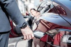 Sluit omhoog van een benzinepijp in gebruik royalty-vrije stock foto