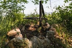 Sluit omhoog van een brandplaats dichtbij wijngaard royalty-vrije stock fotografie