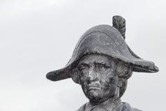 Sluit omhoog van een bronsstandbeeld van Kapitein James Cook stock fotografie