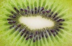 Sluit omhoog van een gezond kiwifruit Stock Foto's