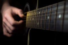 Sluit omhoog van een gitaar die zijn stock foto's