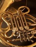 Sluit omhoog van een gouden Franse hoorn Royalty-vrije Stock Fotografie