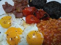 Sluit omhoog van een heet vers gekookt volledig Engels ontbijt Stock Afbeelding