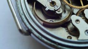 Sluit omhoog van een intern klokmechanisme stock videobeelden