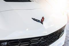 Sluit omhoog van een kap en een embleem van Chevrolet Stock Afbeelding