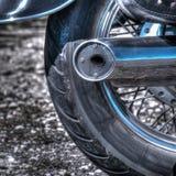 Sluit omhoog van een klassiek motorfiets achterwiel in hdr royalty-vrije stock fotografie