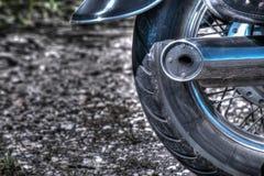 Sluit omhoog van een klassiek motorfiets achterwiel in hdr stock fotografie