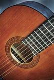 Sluit omhoog van een klassieke gitaar in hdr stock afbeeldingen