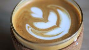 Sluit omhoog van een Latte stock video