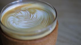 Sluit omhoog van een Latte stock videobeelden