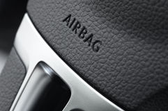 Sluit omhoog van een luchtkussen van het autostuurwiel Royalty-vrije Stock Afbeelding
