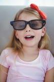 Sluit omhoog van een meisje die 3d glazen voor moive dragen Stock Afbeelding