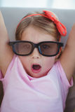 Sluit omhoog van een meisje die 3d glazen voor moive dragen Stock Fotografie
