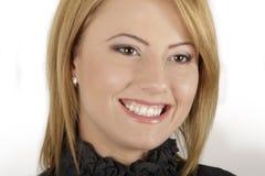 Sluit omhoog van een mooie jonge vrouw met toothy sm Stock Fotografie