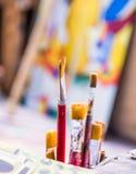 De Borstels van de verf in Atelier Royalty-vrije Stock Foto's