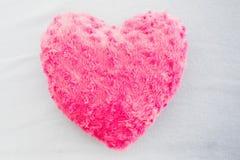Sluit omhoog van een roze hart gevormd hoofdkussen Royalty-vrije Stock Fotografie