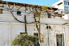 Sluit omhoog van een verlaten huis, oud wit huis Royalty-vrije Stock Afbeelding