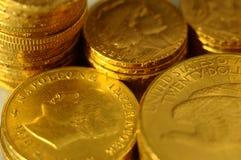 Partij van Gouden muntstukken voor besparing Stock Foto's