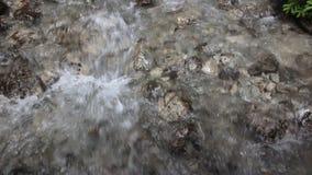 Sluit omhoog van een waterval stock videobeelden