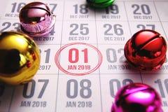 Sluit omhoog van eerste dag van het jaar 2018 op agendakalender Stock Foto's