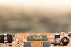 Sluit omhoog van Elektronische Kringen in Technologie op Mainboard-Hoofdraad als achtergrond, cpu-motherboard, logicaraad, systee stock afbeelding