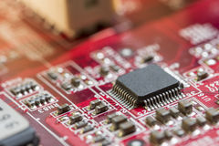 Sluit omhoog van Elektronische Kringen in Technologie op Mainboard-Hoofdraad als achtergrond, cpu-motherboard, logicaraad, systee royalty-vrije stock foto