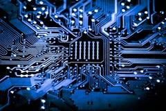Sluit omhoog van Elektronische Kringen in Technologie op Mainboard-Hoofdraad als achtergrond, cpu-motherboard, logicaraad, systee stock foto's