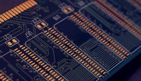 Sluit omhoog van Elektronische Kringen in Technologie op Mainboard, systeemkaart of mobo Computermotherboard, elektronische compo royalty-vrije stock afbeelding