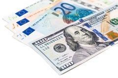 Sluit omhoog van Euro muntnota tegen Amerikaanse dollar royalty-vrije stock foto
