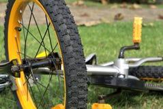 Sluit omhoog van fietswiel en bandloopvlak Stock Afbeeldingen
