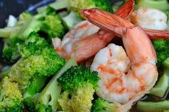 Sluit omhoog van Fried Broccoli met Garnalen Stock Foto