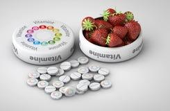 Sluit omhoog van geïsoleerde Aardbei en pillen - vitamineconcept Royalty-vrije Stock Foto