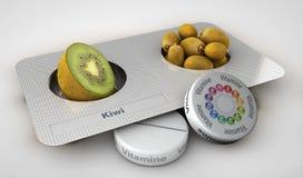 Sluit omhoog van geïsoleerde kiwi en pillen - vitamineconcept Stock Foto's