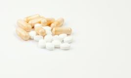 Sluit omhoog van gekleurde pillen Royalty-vrije Stock Foto's