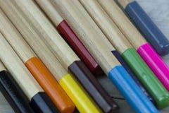Sluit omhoog van Gekleurde Potloden Royalty-vrije Stock Afbeeldingen