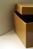 Sluit omhoog van geopende gele doos Royalty-vrije Stock Afbeeldingen