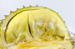 Sluit omhoog van gepelde durian geïsoleerd op witte achtergrond Stock Afbeeldingen