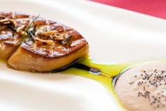 Sluit omhoog van geroosterde foie gras. Stock Foto's