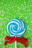 Sluit omhoog van gewerveld blauw en wit suikergoed royalty-vrije stock foto's