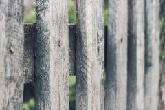 Sluit omhoog van grijze houten omheiningspanelen Royalty-vrije Stock Foto's