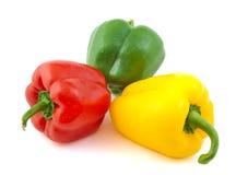Sluit omhoog van groene, rode en gele verse peper  Royalty-vrije Stock Fotografie