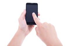 Sluit omhoog van handen gebruikend mobiele slimme telefoon met het lege scherm ISO Royalty-vrije Stock Fotografie