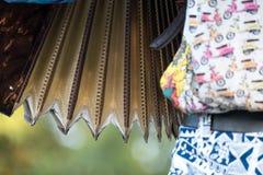 Sluit omhoog van harmonika en accordeonist het spelen bij Klezmer-overleg van Joodse muziek in Regent's Park in Londen royalty-vrije stock foto