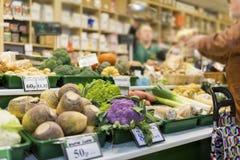 Sluit omhoog van heerlijke en kleurrijke groenten met de markt s royalty-vrije stock afbeelding