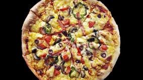 Sluit omhoog van heerlijke pizza stock footage