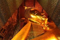 Sluit omhoog van het gezicht van Doende leunen Boedha in Wat Pho, Bangkok Royalty-vrije Stock Fotografie