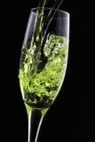 Sluit omhoog van het gieten van champagne royalty-vrije stock foto