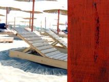 Sluit omhoog van het houten been van de strandparaplu Stock Afbeeldingen