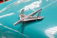 Sluit omhoog van het kapornament van de uitstekende auto van Chevrolet Bel Air - Voorraadbeeld Royalty-vrije Stock Afbeeldingen