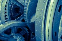 Sluit omhoog van het mechanische radertje van het zwaar metaalwiel Stock Foto's
